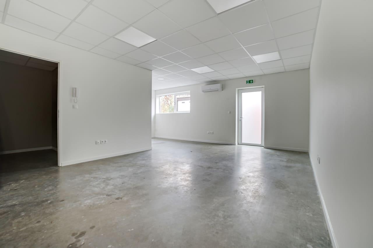 Unternehmereinheit-Lager-mit-büro-mieten-Storage24.
