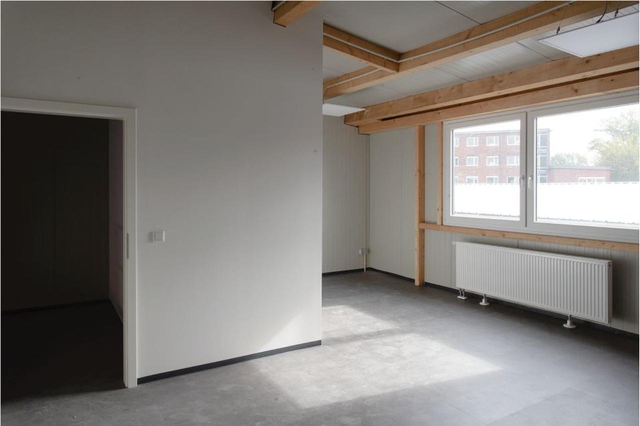 Unternehmereinheit-Lagerfläche-mit-büro-arbeitzplatz-mieten-Storage24